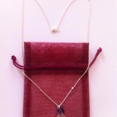 Collier rosace et papillon moyen modèle à 22€