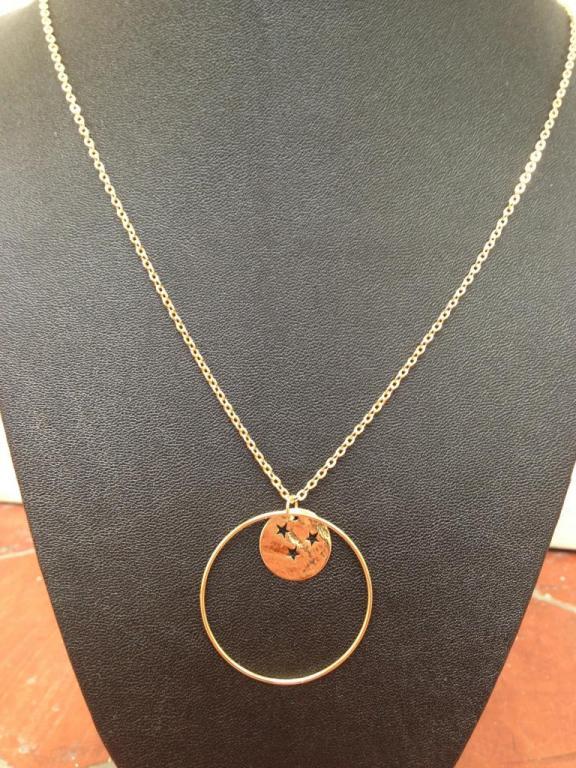 Collier anneau GM et rond étoilé à 39€