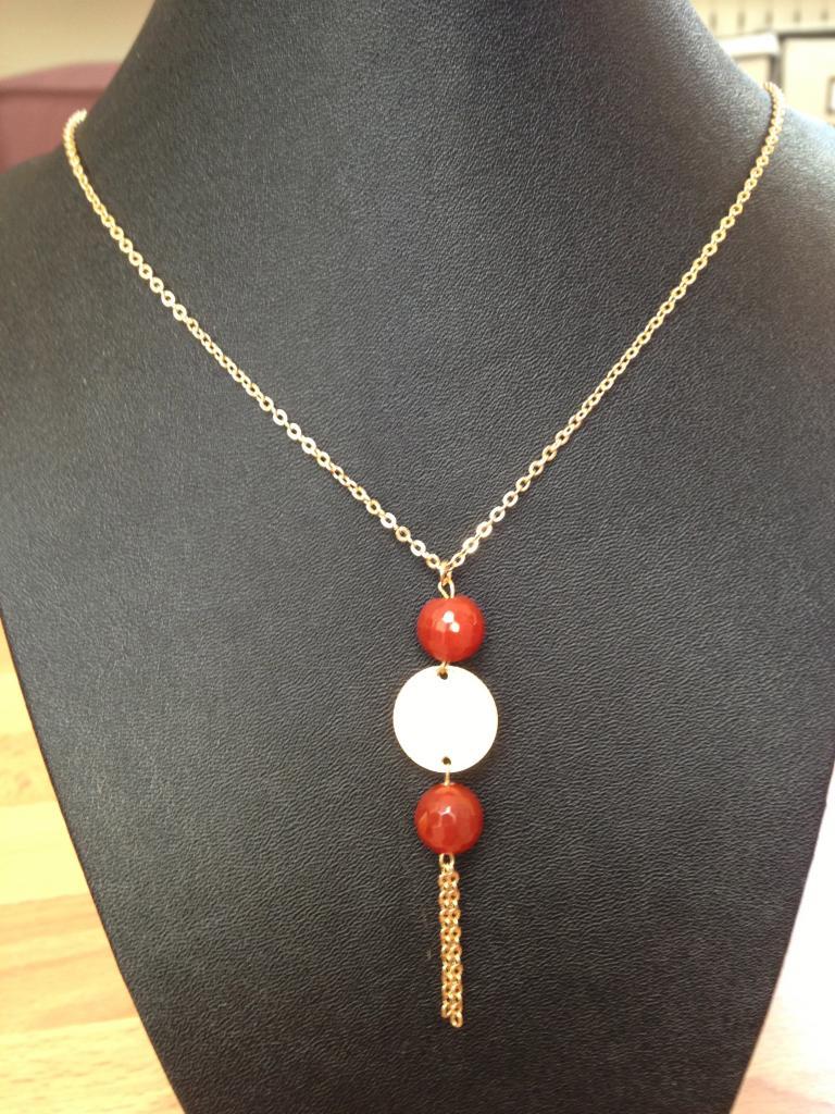Collier avec agathe rouge à 34€