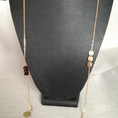 Sautoir avec disques plaqué or et perles de Swarovski à 55€