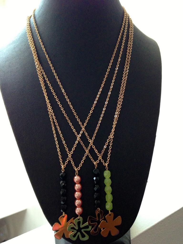 Fleur évidée ou pleine avec perles de couleur à 32€