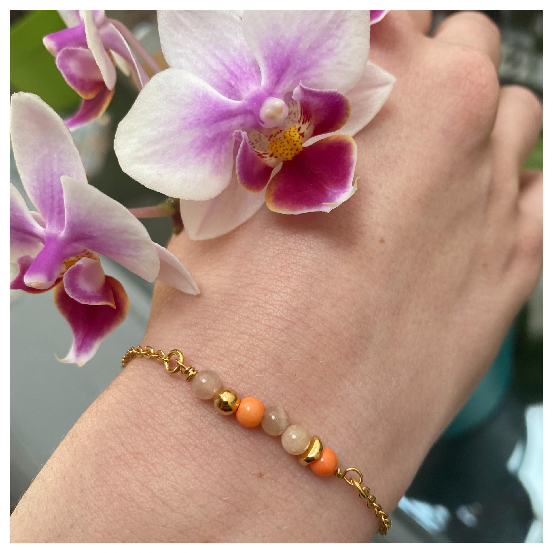 Bracelet perles naturelles et perle plaqué or