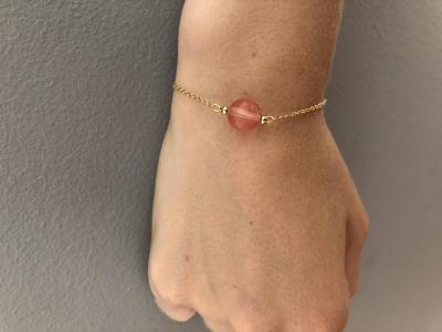 Bracelet sur chaîne plaqué or avec perle gemme