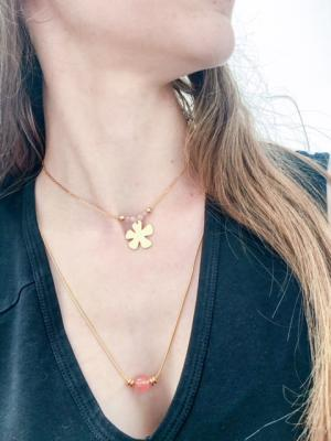 Collier perles quartz rose et pendentif fleur
