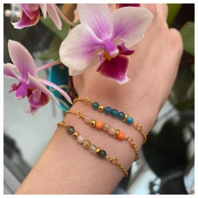 Bracelet perles naturelles et perle dorée
