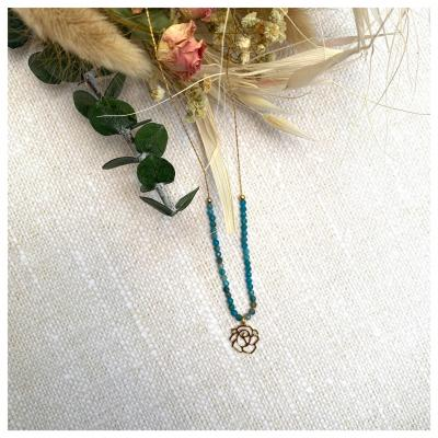 Collier perles naturelles et pendentif fleur