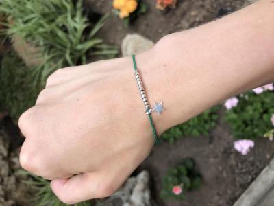 Bracelet sur cordon avec mini perles