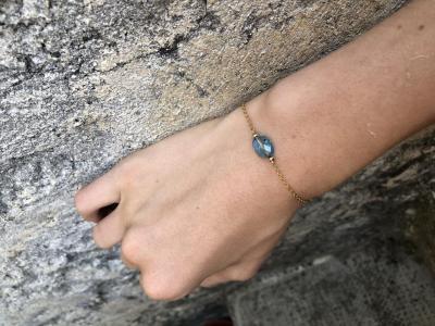 Bracelet sur chaîne plaqué or avec perle en cristal