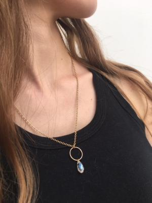 Collier anneau et goutte de cristal