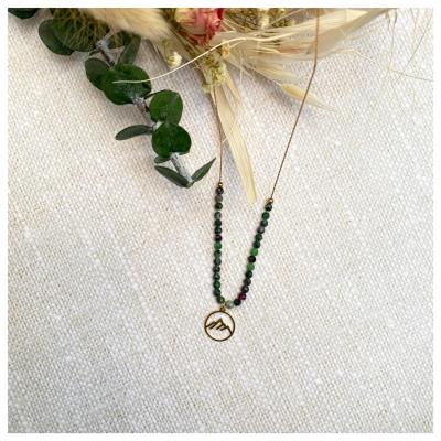 Collier perles naturelles et pendentif montagne