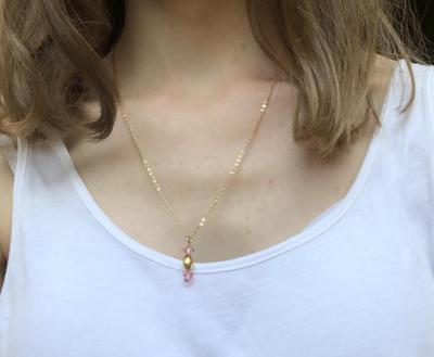 Collier plaqué or perle en cristal et pendentif ovale plaqué or