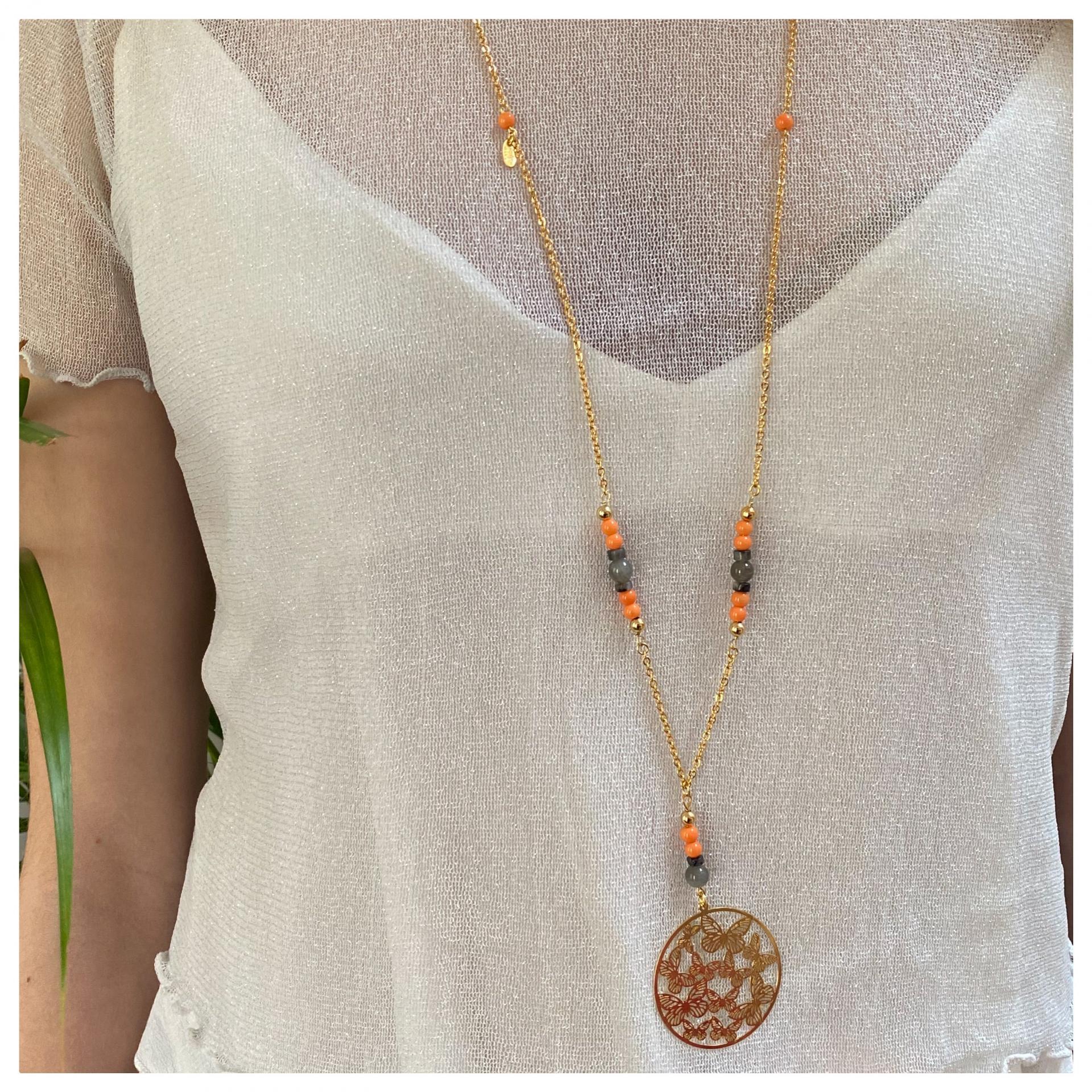 Sautoir filigrane avec papillons et perles naturelles