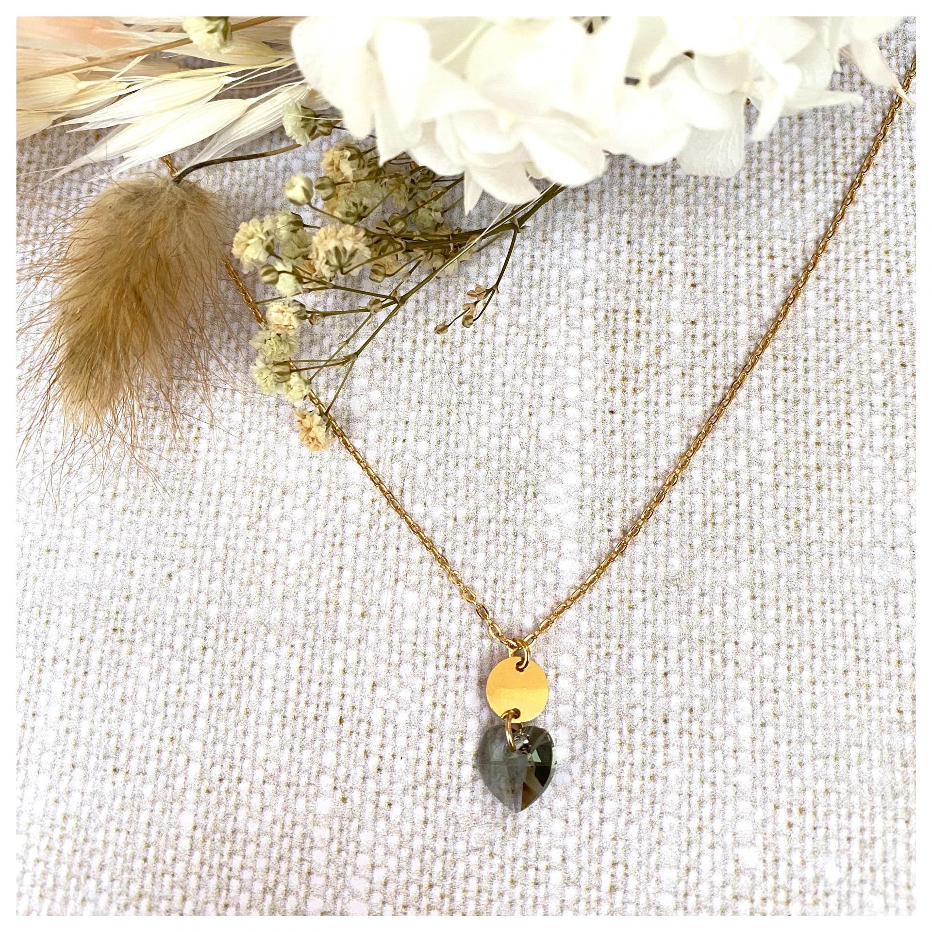 Collier avec mini disques et pendentif coeur en cristal