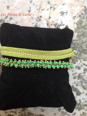 Bracelet avec perles de rocaille et galon métallisé