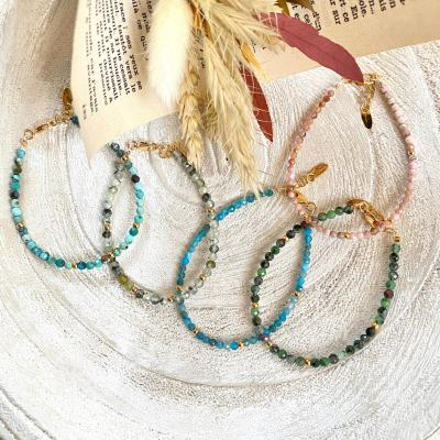 Bracelet avec petites perles naturelles