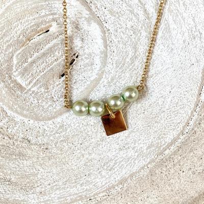 Collier ras le cou avec perles nacrées