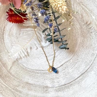 Collier avec pendentif goutte en cristal