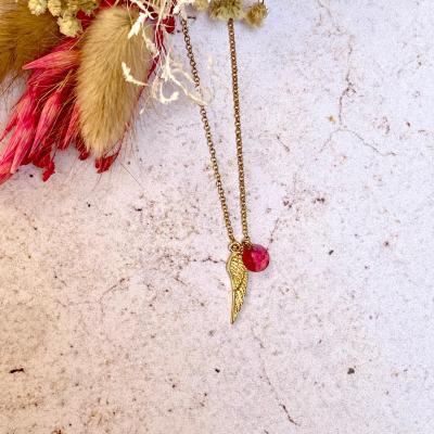 Collier avec pendentif en cristal et aile plaqué or