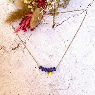 Collier plaqué or avec perles en cristal et pendentif carré en plaqué or