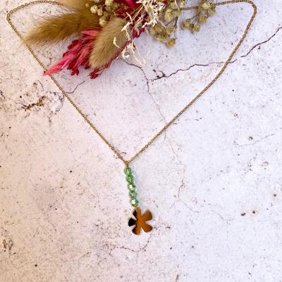 Collier pendentif fleur et perles en cristal