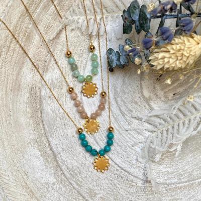 Collier perles naturelles et pendentif soleil plaqué or