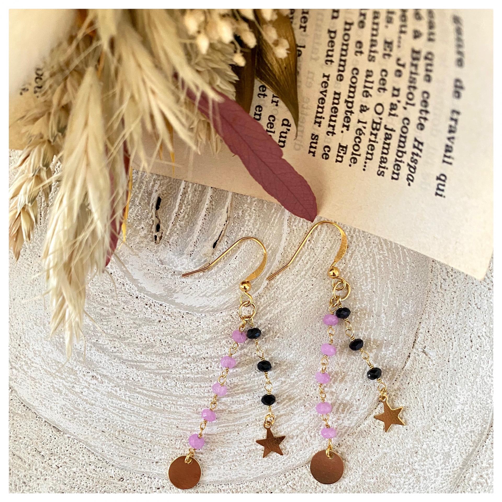 Boucles d'oreille chaîne perlée et mini pendentifs